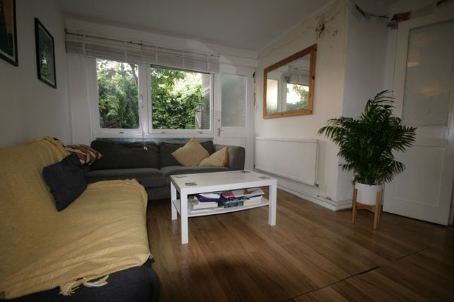 Maisonette to rent in Brixton Road, Oval, London