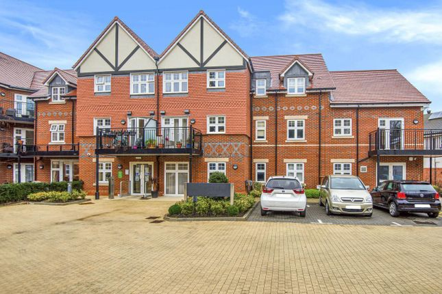 Thumbnail Flat for sale in Rutherford House, Marple Lane, Chalfont St. Peter