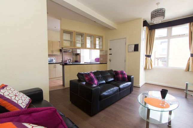 Thumbnail Property to rent in Beechwood Place, Burley, Leeds