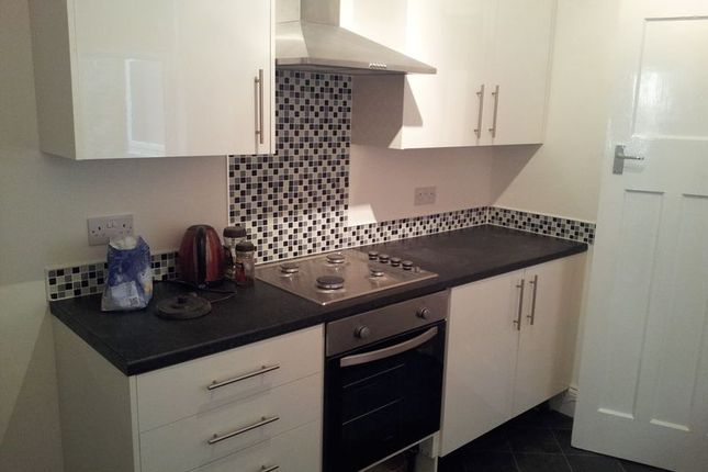 2 bed flat to rent in Wingrove Avenue, Newcastle Upon Tyne