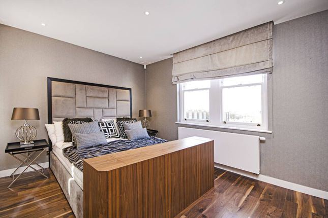 Thumbnail Flat for sale in Palace Court, Notting Hill, London