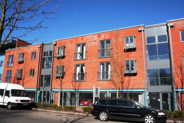 2 bed flat to rent in Diglis Dock Road, Worcester WR5