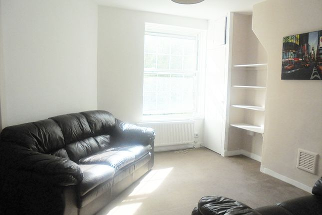 2 bed flat to rent in Tanners Hill, Deptford, London