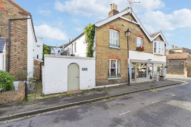 Thumbnail Cottage to rent in Grove Road, Windsor, Berkshire