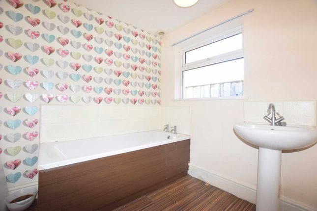 Bathroom of Drake Street, Gainsborough DN21