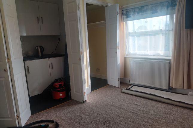 Studio to rent in Hanworth Road, Feltham TW13