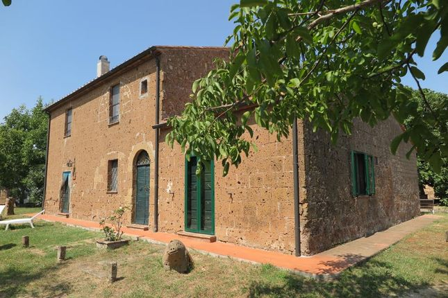 5 bed detached house for sale in 718, Sorano, Grosseto, Tuscany, Italy