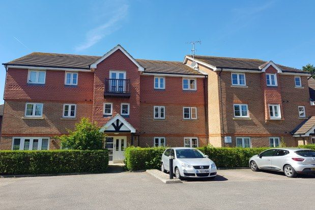 Thumbnail Flat to rent in Kings Road, Horsham