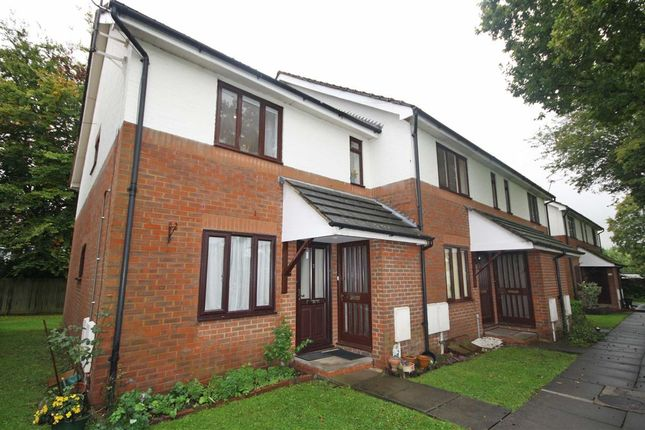 Flat to rent in Melford Close, Chessington