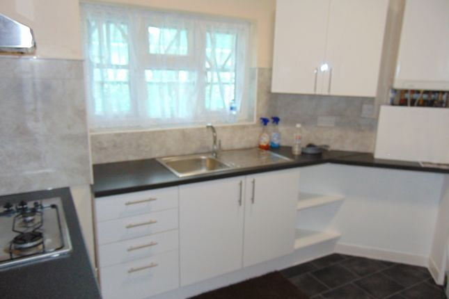 3 bed flat to rent in Church Lane, Kingsbury