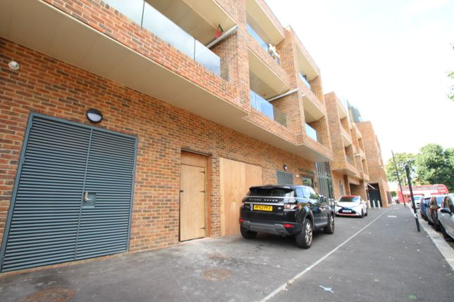 Thumbnail Commercial property to let in Dunton Road, London