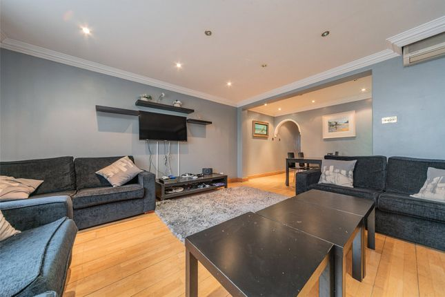 Flat for sale in Hyde Park Place, Hyde Park, London