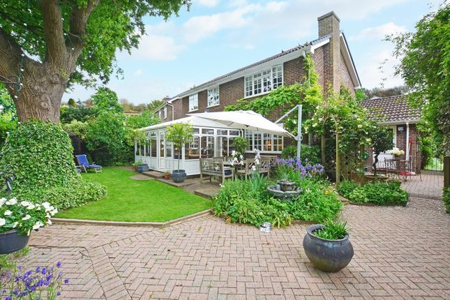 Thumbnail Detached house for sale in Sharpthorne Close, Ifield