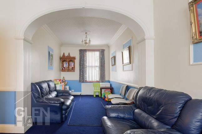 Thumbnail End terrace house for sale in Glenthorne Road, Friern Barnet, London