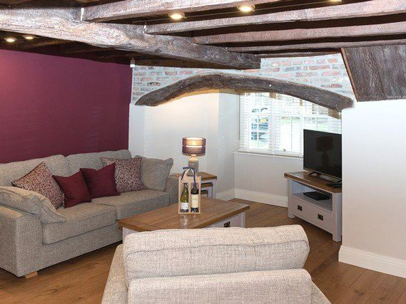 Thumbnail Cottage to rent in Main Street, Heslington, York
