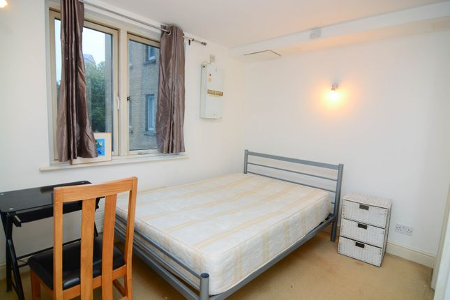 Room to rent in 10 Westferry Road, London