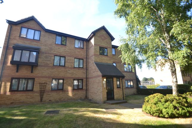 Thumbnail Flat to rent in Greenslade Road, Barking, Essex