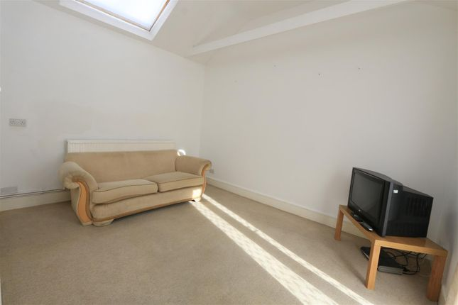 Thumbnail Bungalow for sale in Dulwich Lawn Close, London