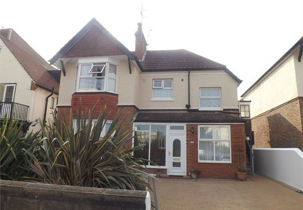 Thumbnail Flat to rent in Bedford Avenue, Bexhill-On-Sea, East Sussex