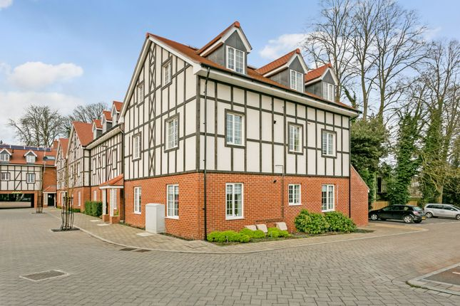 Thumbnail Flat for sale in Drury Court, Grange Road, Chalfont St. Peter