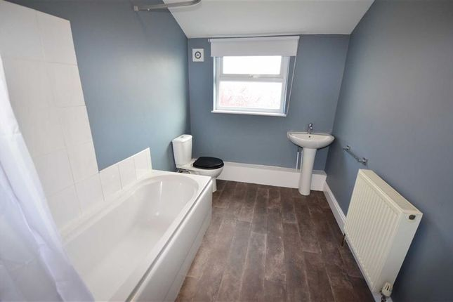 Bathroom of Pasture Road, Goole DN14