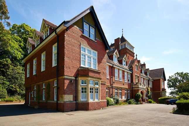 Thumbnail Flat to rent in Caxton Lane, Oxted