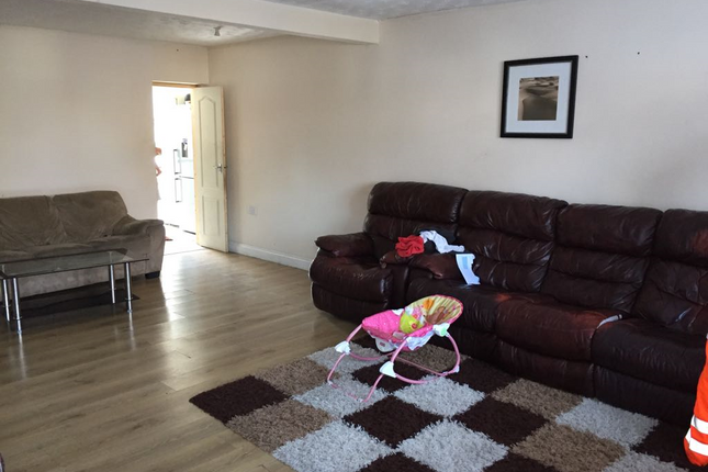 Thumbnail Terraced house to rent in Waterbeach Road, Slough