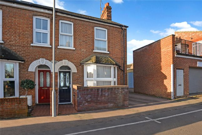 3 bed end terrace house to rent in Chiltern Street, Aylesbury, Buckinghamshire HP21