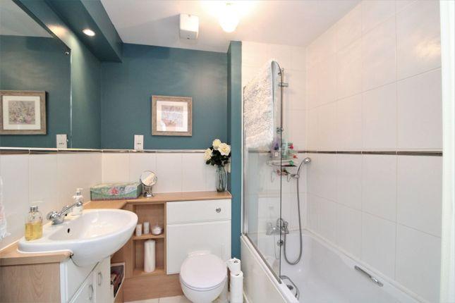 Bathroom of 37 Brunswick Road, Edinburgh EH7