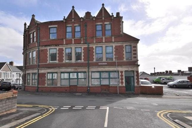 Thumbnail Flat to rent in Ymca, Woodlands Road, Barry