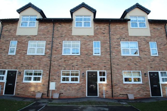 Thumbnail Property to rent in Queens Court Road, Stoke-On-Trent