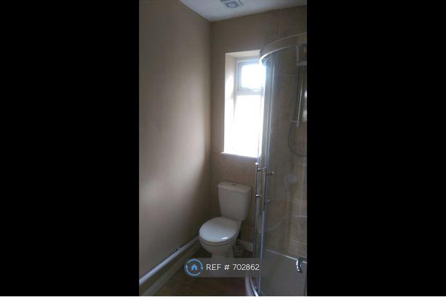 Bathroom of London Road, Derby DE24