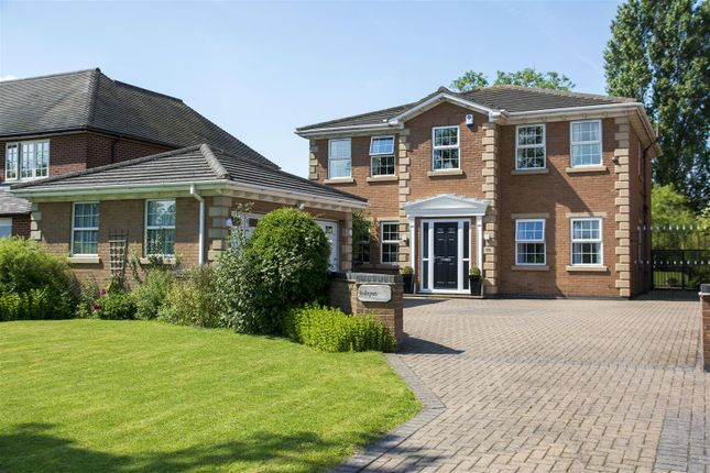 Thumbnail Detached house for sale in Hinckley Road, Stoke Golding, Nuneaton