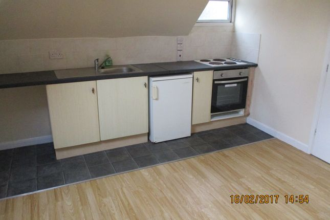 Thumbnail Flat to rent in 15-16 Crescent Road, Luton