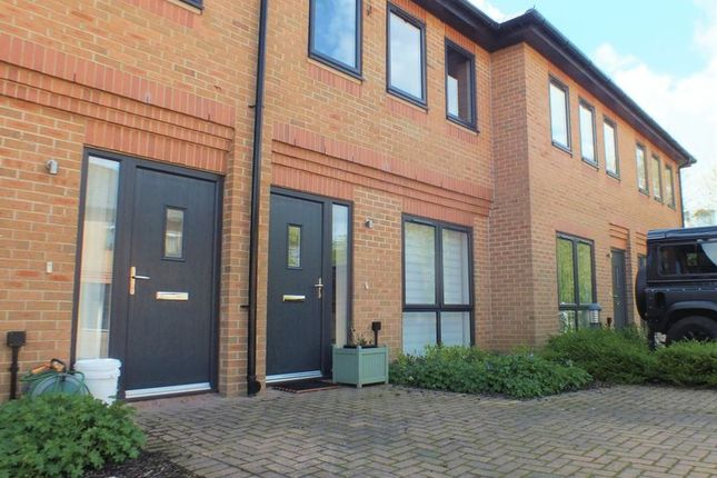 Thumbnail Terraced house to rent in Lakesmere Close, Kidlington