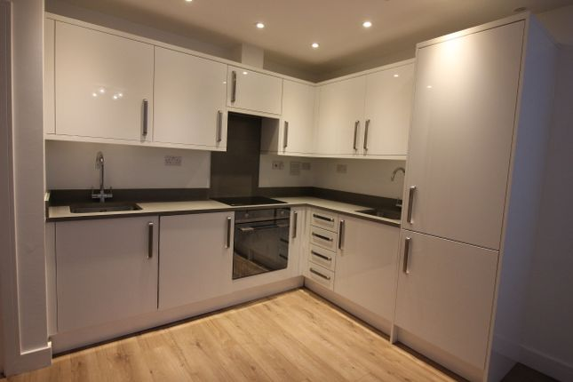 Flat to rent in Highfield Road, Golders Green
