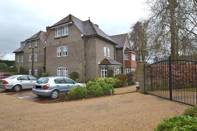 Thumbnail Flat to rent in Compton Road, Lindfield, Haywards Heath