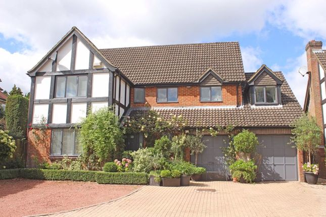 Thumbnail Detached house for sale in Bassett Crescent East, Southampton