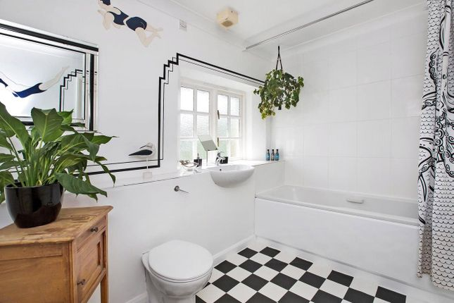 Bathroom of Hawkmoor Parke, Bovey Tracey, Newton Abbot TQ13