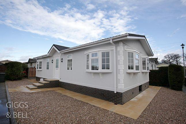 Thumbnail Property for sale in Little Meadow, Woodside Home Park, Woodside, Luton