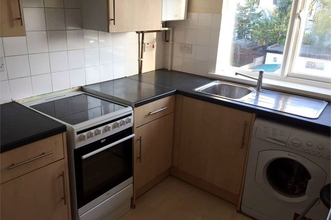 2 bed flat to rent in Fleetwood Road, London