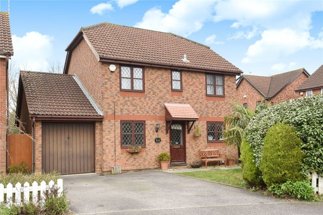 Thumbnail Detached house to rent in Hemmyng Corner, Warfield, Berkshire