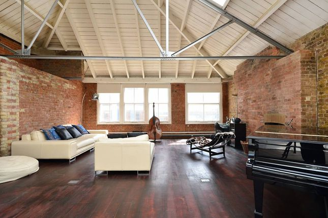Thumbnail Flat for sale in Mallow Street, London