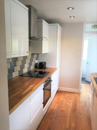 Thumbnail Cottage to rent in Bridge Street, Colnbrook, Slough