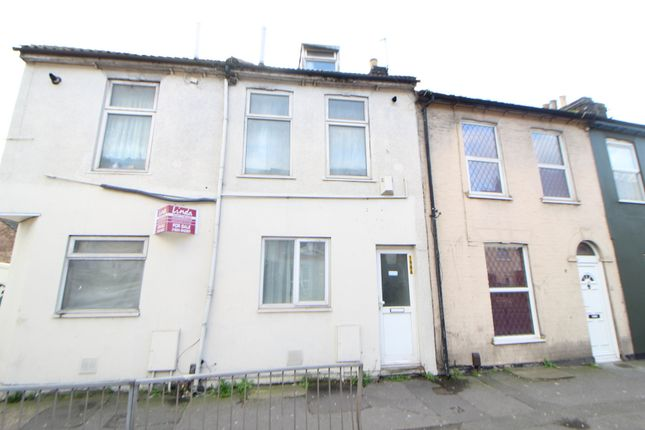 Triplex for sale in Luton Road, Chatham