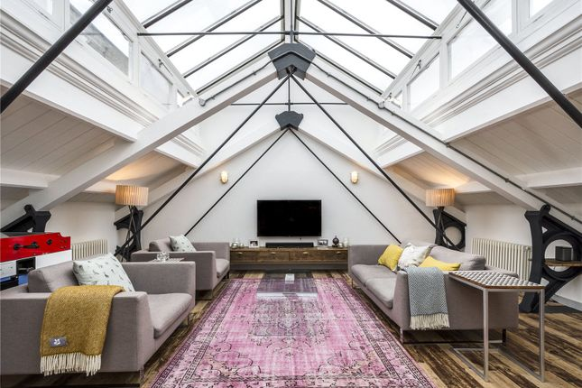 Thumbnail Barn conversion for sale in Pump House Close, London