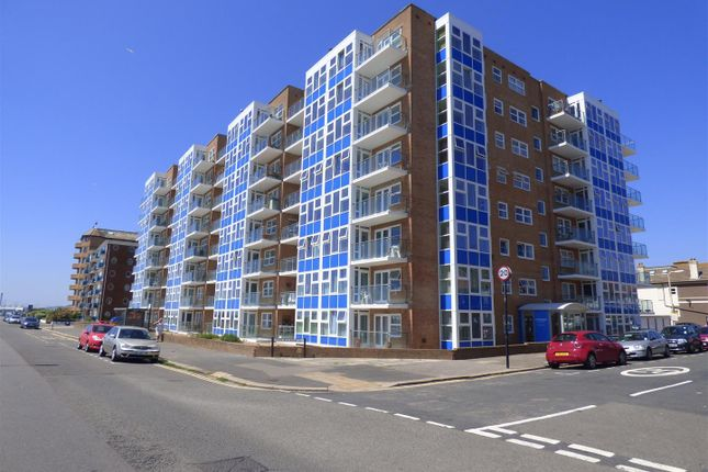 3 bed flat for sale in Channings, Kingsway, Hove
