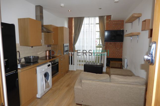 2 bed flat to rent in Humberstone Road, Leicester LE5