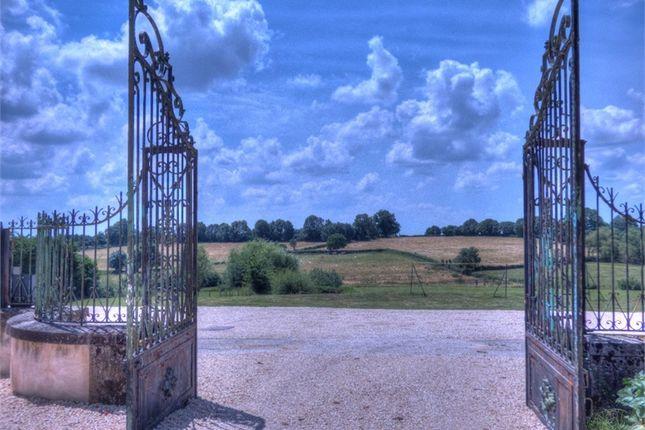 8 bed property for sale in Poitou-Charentes, Deux-Sèvres, Niort