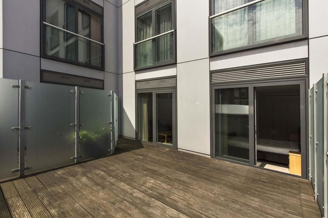 Private Terrace of Bezier Apartments, 91 City Road, Aldgate, London EC1Y